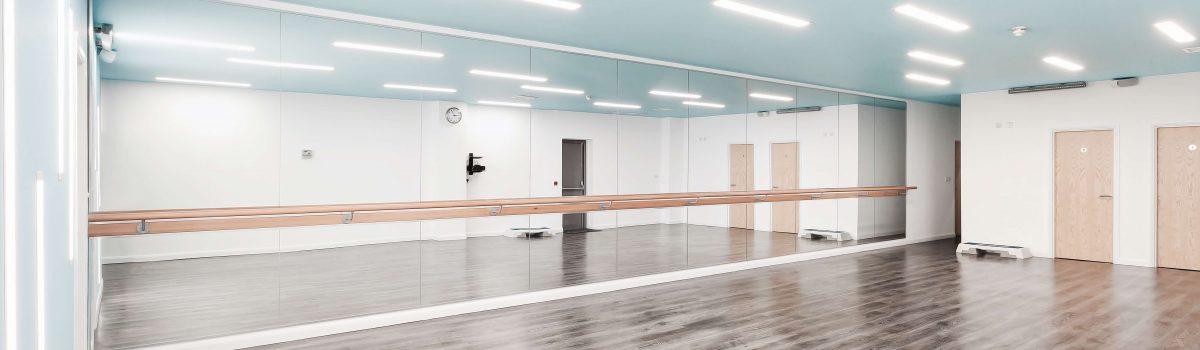 Fitness Studio Mirrors & Barres